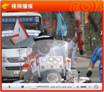 传奇火炬手骑摩托车传圣火