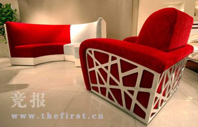 """""""鸟巢""""沙发与环境充分协调呼应。"""