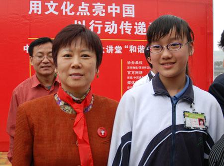 中国人民对外友好协会李小林会长与献歌的明珠学校学生