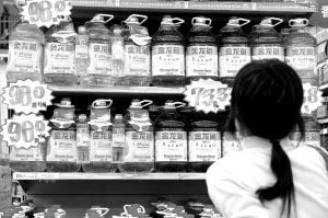 本地超市金龙鱼食用油仍在降价促销