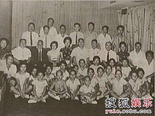 元家班,中国戏剧学院师生合影。