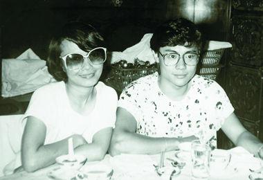 """七十年代末,孟元文曾和香港粤曲名花旦""""梅雪诗""""(阿嗲)谈恋爱,曾被粤曲界一同关注。"""