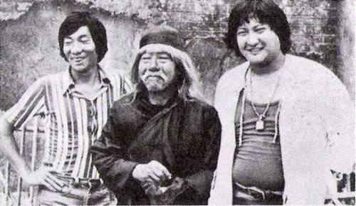 拍摄《林世荣》期间,袁和平、袁小田、洪金宝。洪金宝那时的肚子真是大。