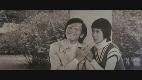 《怪人怪事》姜大卫、李琳琳。自己做导演拍的一部戏,结果拍到了一个老婆李琳琳。
