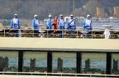图文:奥运圣火乘游船穿越博斯普鲁斯海峡