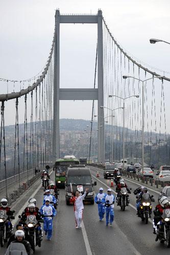 中国驻土耳其大使孙国祥在圣火传递中