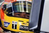 图文:[F1]巴林站首次练习赛 汉密尔顿准备练习