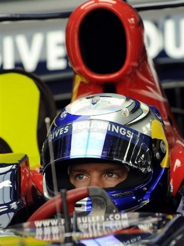 图文:[F1]巴林站首次练习赛 维特尔全神贯注