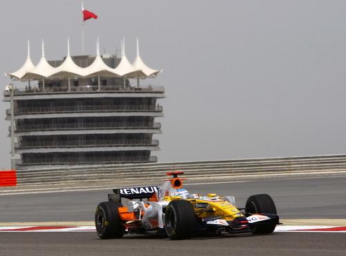 图文:[F1]巴林站首次练习赛 阿隆索进行练习