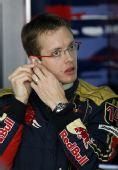 图文:[F1]巴林站首次练习赛 波尔戴斯佩戴耳机
