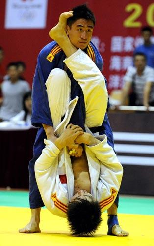 北京队66kg李扬在决赛中