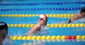 图文:女子100米蛙泳决赛结束 陈慧佳跃出水中