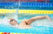 图文:4x100米男混接力决赛 选手好似浪里白条