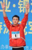 图文:男子1500米自由泳张琳夺冠 张琳挥手致意