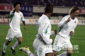 图文:[中超]河南VS辽宁 杰弗森庆祝进球