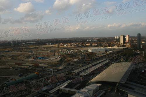 图文:奥运火炬英国站传递沿路风景 伦敦碗