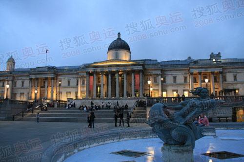 图文:奥运火炬英国站传递沿路风景 国家画廊