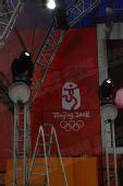 图文:伦敦终点主会场 舞台上的北京奥运会会徽