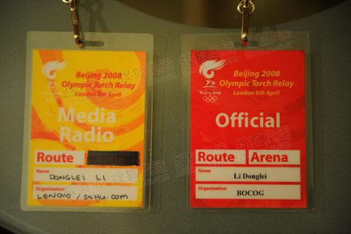奥运官网记者李东雷在伦敦的官方通行证和媒体车专用采访证