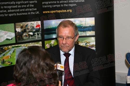 英国前体育大臣理查德-卡本