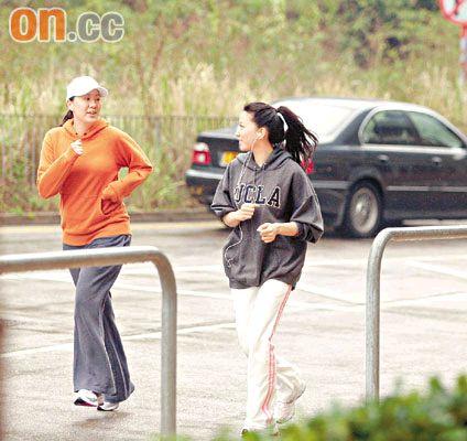 汪诗诗(左)与妹妹汪圆圆