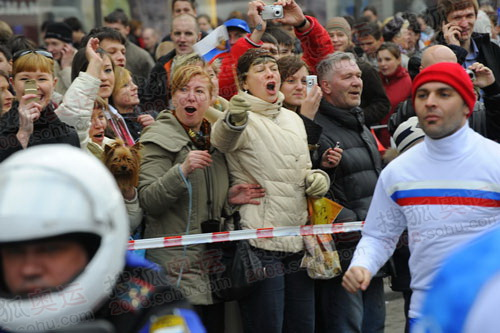 圣彼得堡市民如过盛大节日般欢乐