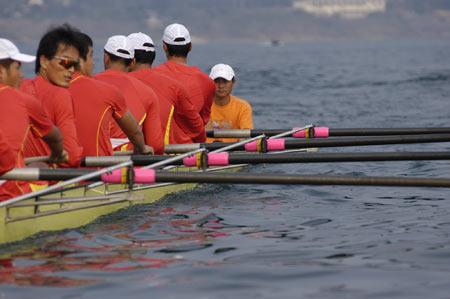 图文:奥运舵手选拔圆满谢幕 张德常的赛艇就位