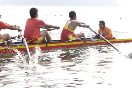 图文:奥运舵手选拔圆满谢幕 郝彤途赛艇冲刺