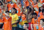 图文:[中超]深圳1-1广州 深圳球迷助威