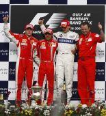 图文:[F1]巴林大奖赛正赛 大家合影留念