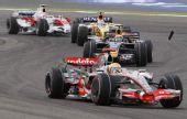 图文:[F1]巴林大奖赛正赛 汉密尔顿在比赛中
