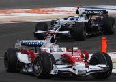 图文:[F1]巴林大奖赛正赛 特鲁利领先罗斯伯格