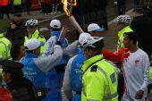 图文:奥运圣火伦敦传递结束 火炬手顺利交接
