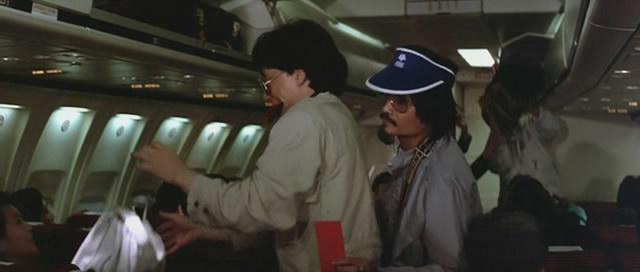 《警察故事2》演一个飞机旅客,戴帽子那个