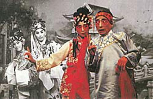 萧芳芳和刘克宣(《A计划》里面成龙的上司)大显舞台身手