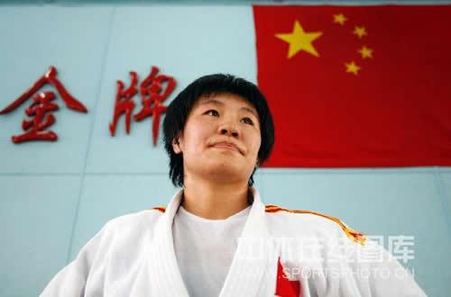 图文:女柔-78公斤级杨秀丽备战 目光很坚定
