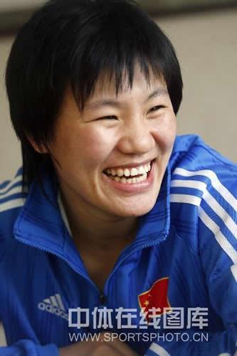 图文:女柔-78公斤级杨秀丽备战 笑得很灿烂