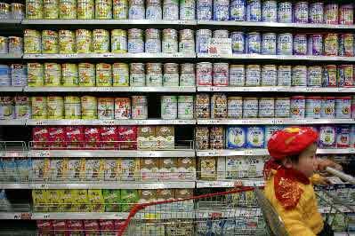 从4月1日开始,北京易初莲花各进口奶粉包括美赞臣奶粉、雀巢奶粉等陆续涨价。CFP资料