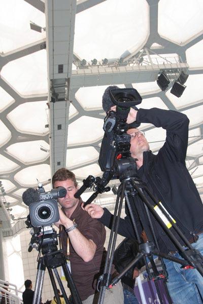 境外记者拍摄水立方