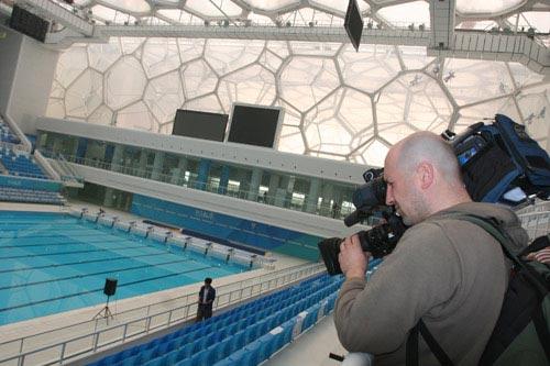 拍摄水立方游泳池