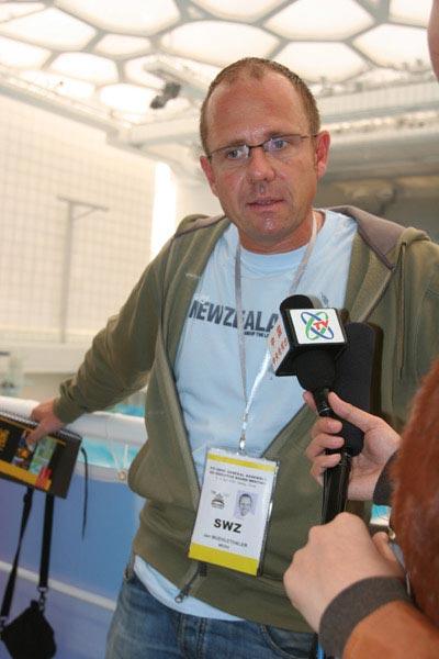 瑞士记者在水立方内接受采访