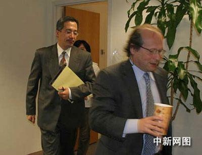 涉嫌在中国诈骗巨额公款后于2004年底隐藏温哥华至今的高山,4月7日再次走上加拿大移民法庭,接受其一家移民加拿大是否合法的审讯。环球华报