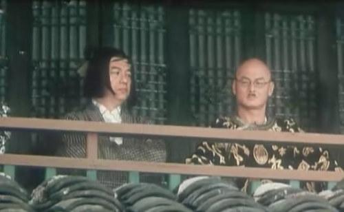 《无敌小子霍元甲》惠天赐、刘家辉。片中两人饰演日本人,自然难免被丑化。