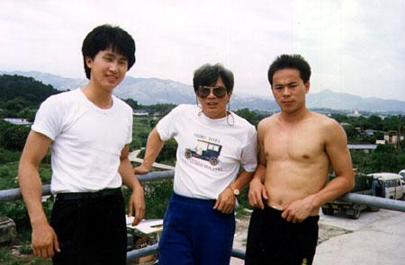 徐宝华、刘家荣、熊欣欣合影。徐宝华也跟刘家班拍了不少戏。
