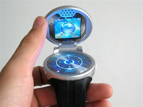 形似海盗罗盘山寨推出奇特手表手机-搜狐数码