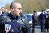 组图:巴黎圣火护卫警察 竭尽全力保卫圣火
