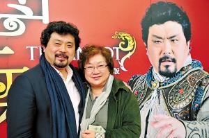 大剧院版歌剧《图兰朵》主演魏松(左)和导演陈薪伊 ·记者 金定根 摄