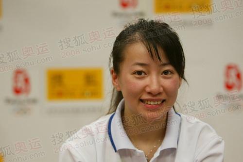 组图:感动国人的奥运火炬手金晶抵京做客搜狐