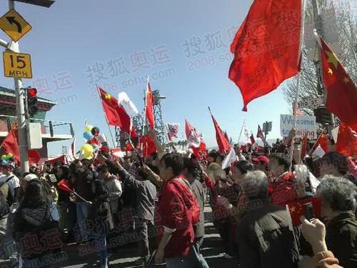 图文:北京奥运圣火旧金山传递 当地华人