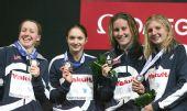 图文:08短池世锦赛首日决赛 英国队展示银牌